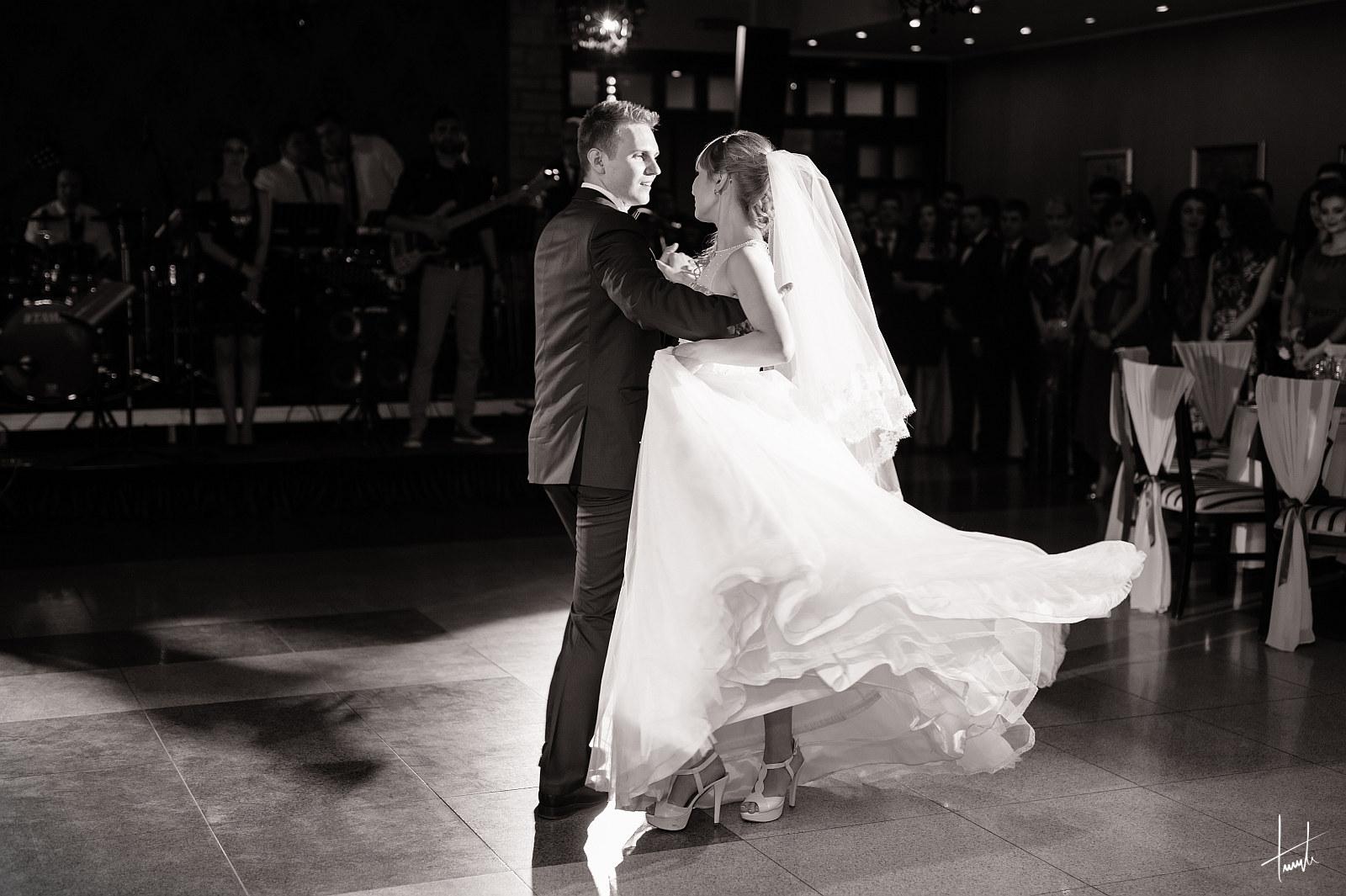 Ioana Dragos - dansul mirilor